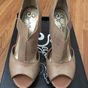 Seychelles Eye To Eye Wedges, Taupe, Size 6